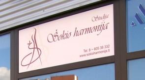"""Šokių studijos """"Šokio harmonija"""" vitrina"""