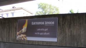 Reklaminis skydas su dekoratyvniu rėmeliu