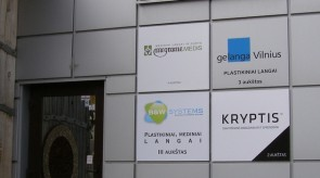 Megrame medis, Gelanga Vilnius, B&W systems iškabos