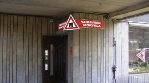 Šviečianti vairavimo mokyklos iškaba