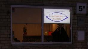 Šviečianti vitrina masažo salonui